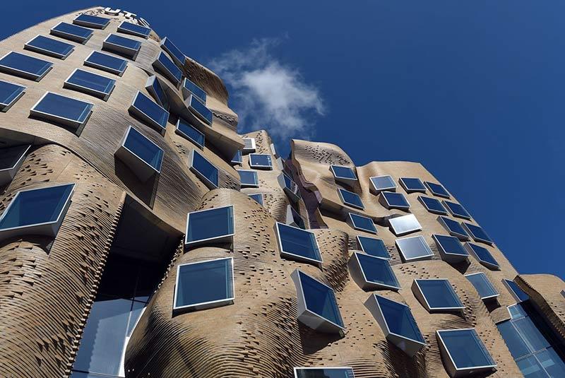 خانه رقصان : سال ساخت 1996 در شهر پراگ فرانک گری جایزه معماری AIA