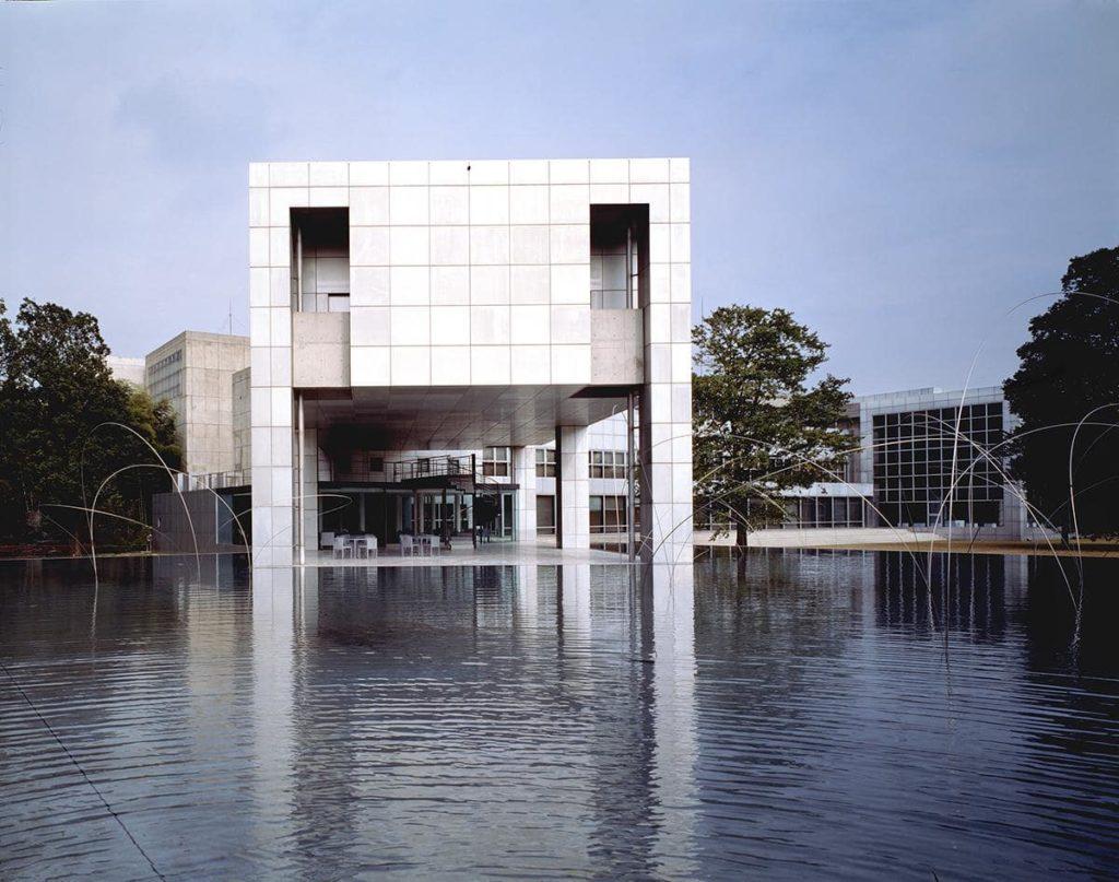 پروژه آراتا ایسوزاکی برنده جایزه معماری پریتزکر 14