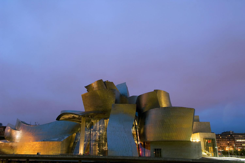 موزه گوگنهایم بیلبائو : سال ساخت 1997 در شهر بیلبائو اسپانیا فرانک گری