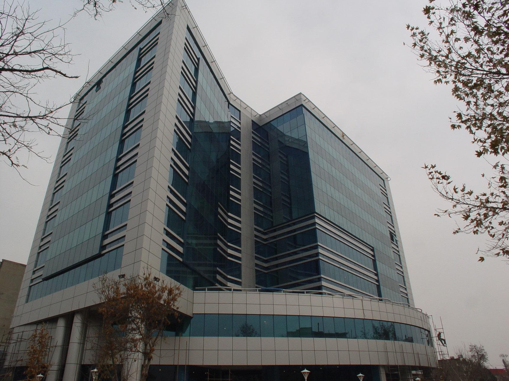 تصویر اجرا شده از نمای شیشه ای در مشهد