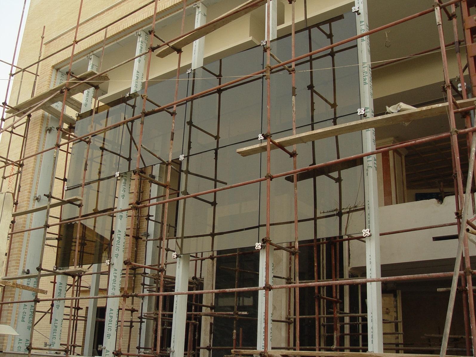 هتل معین مشهد در حال اجرای نمای شیشه ای