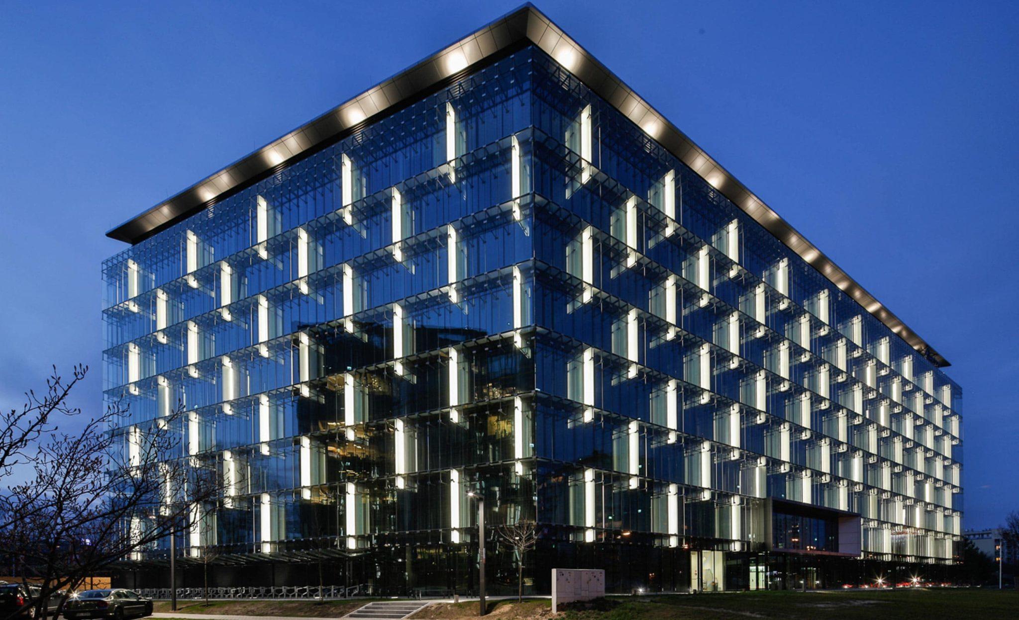 تأثیر نورپردازی نمای ساختمان بر مصرف انرژیostovarsazan.com