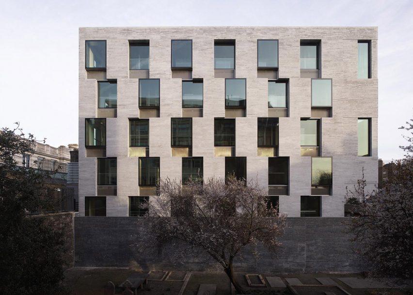 دو معمار برنده جایزه معماری پریتزکر 2020 ostovarsazan.com