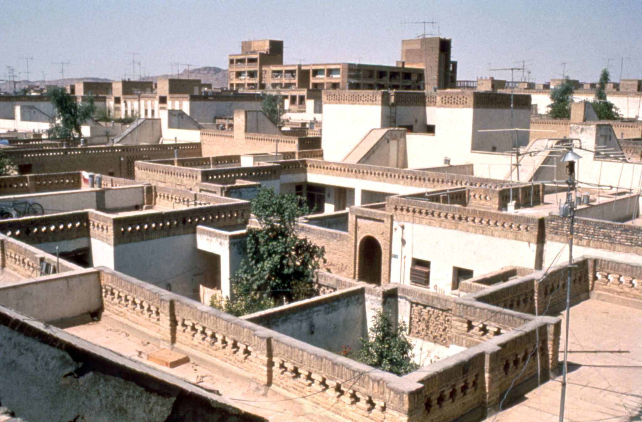 پروژه نیمهتمام کامران دیبا ostovarsazan.com