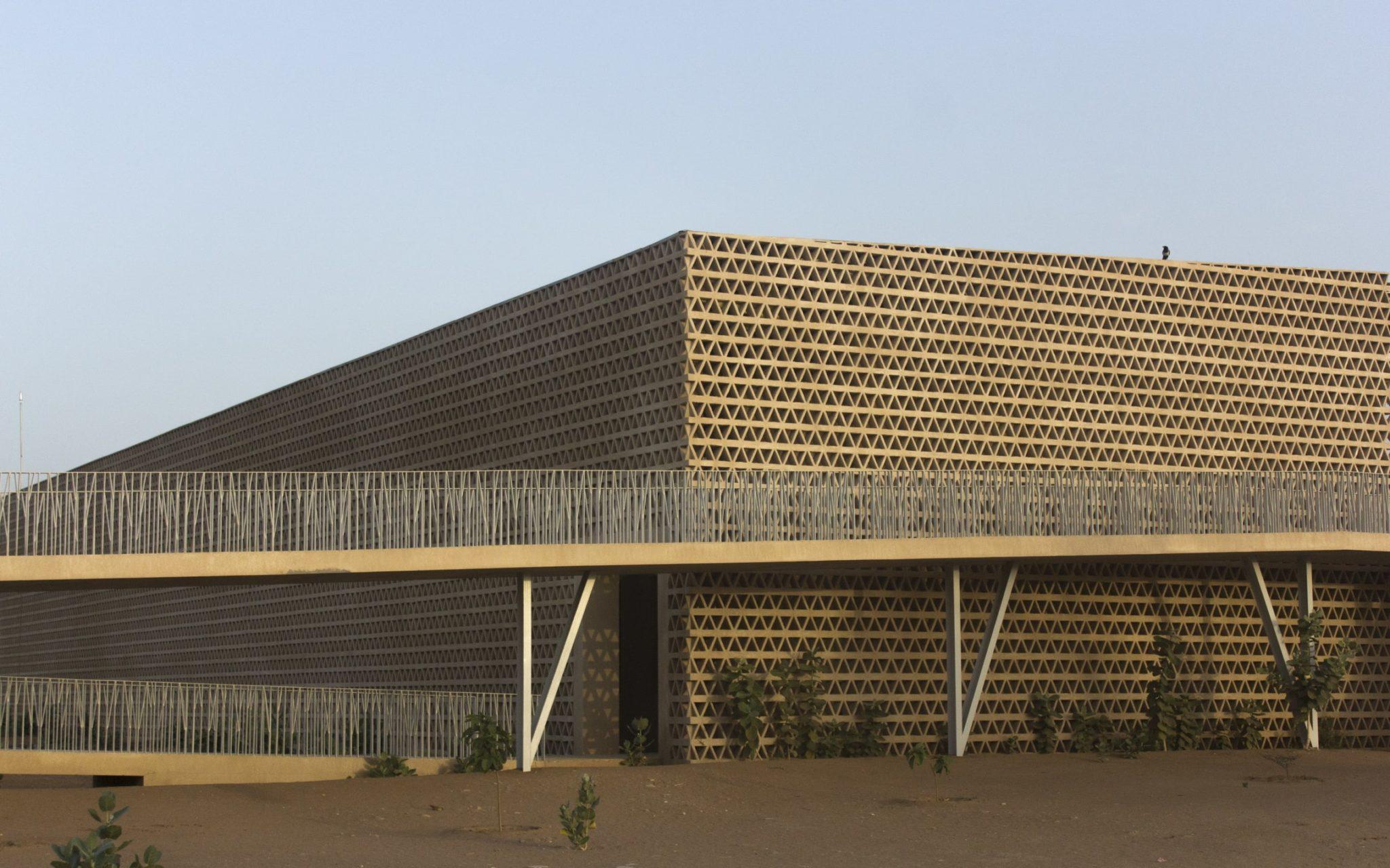 ALIOUNE-DIOP-UNIVERSITY-LECTURE-BUILDINGنامزد جایزه معماری آقاخان 2019 پروژه