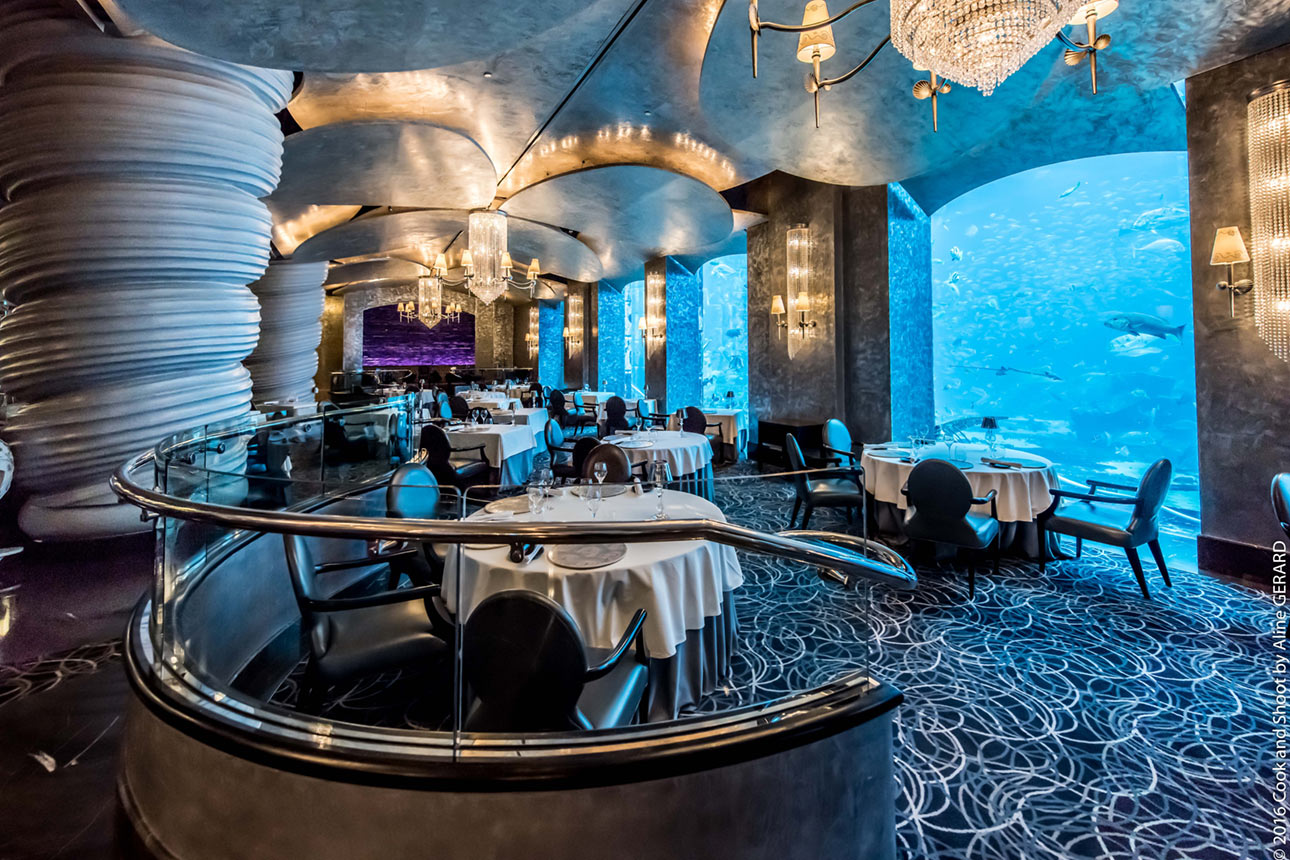 رستوران در مجاورت آکواریوم هتل آتلانتیس