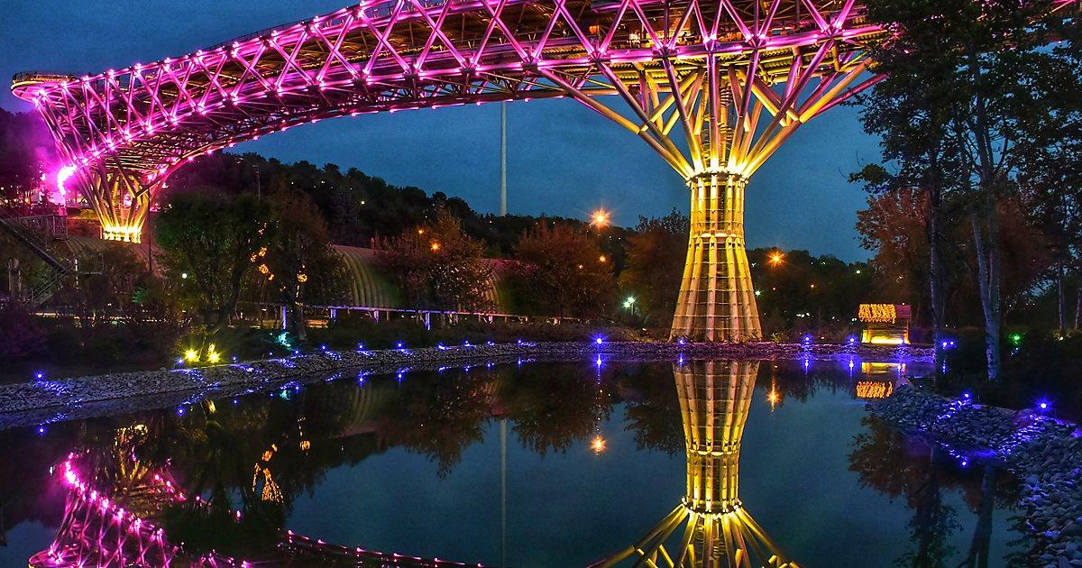 نورپردازی در شب پل طبیعت