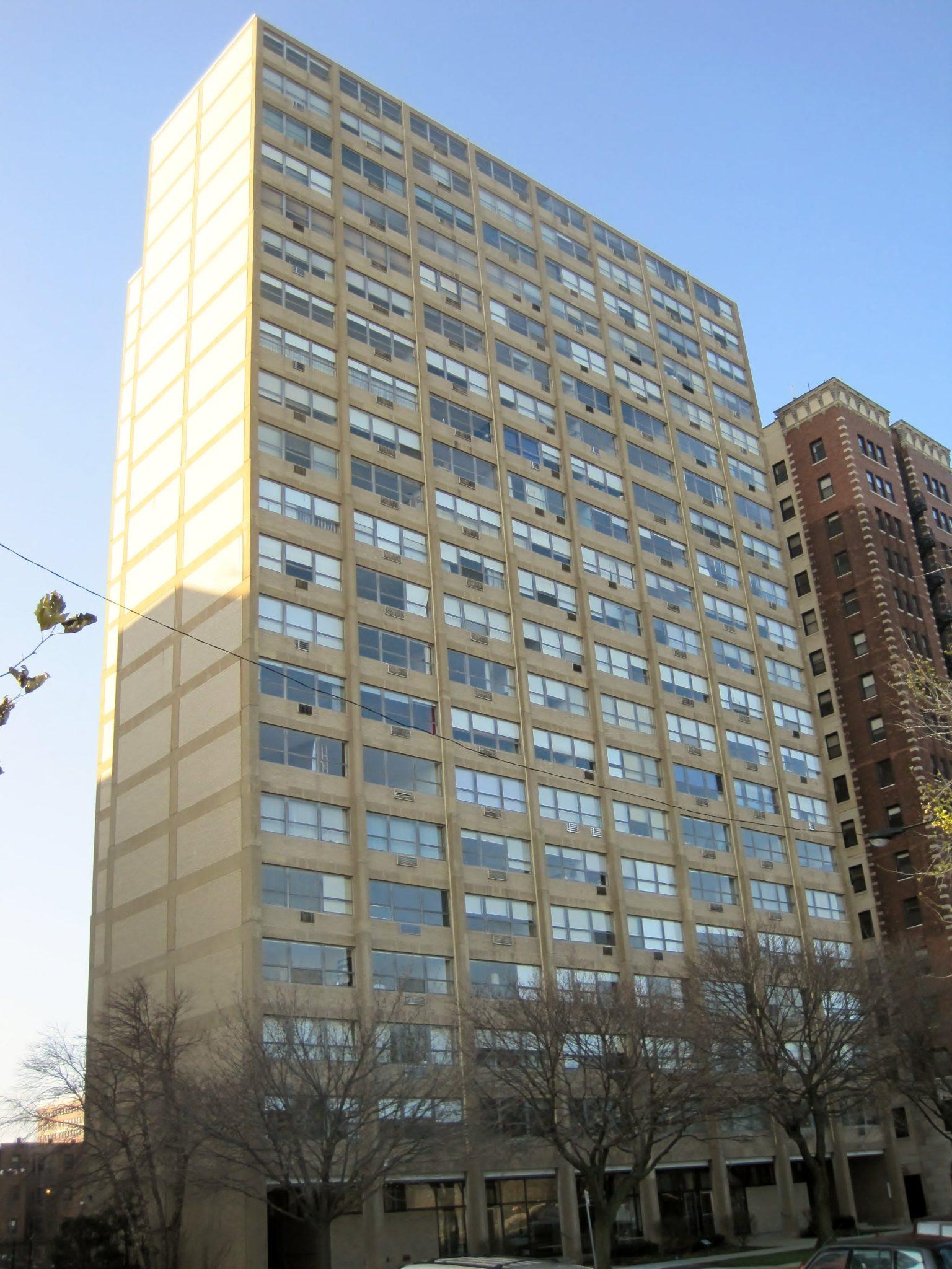 لودویگ میس فن در روهه سخت آپارتمان در شیکاگو