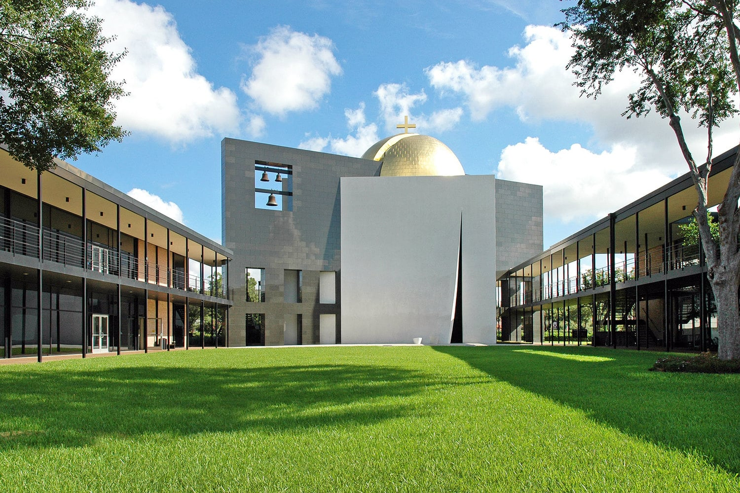 فیلیپ جانسون Chapel of St. Basil at the University of St. Thomas in Houston, Texas