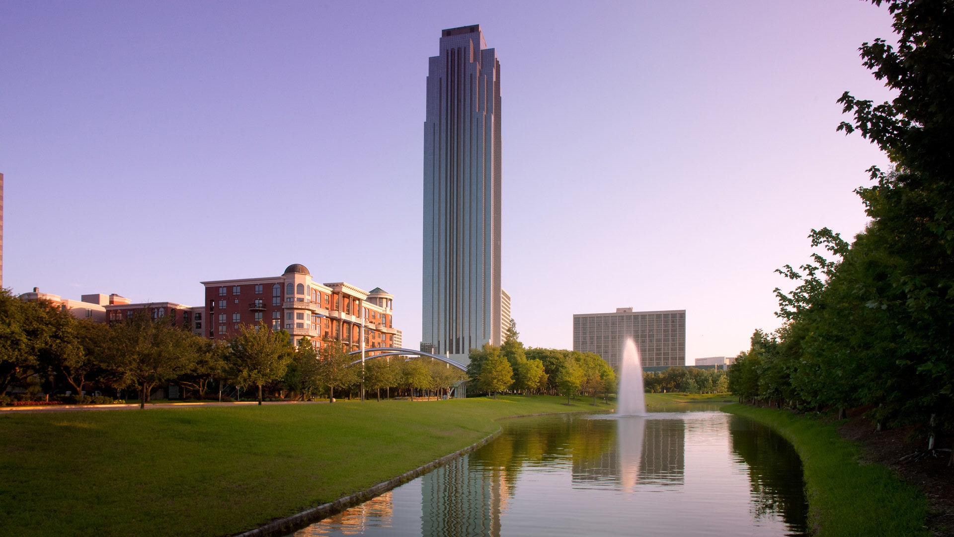 فیلیپ جانسون The Williams Tower in Houston, Texas