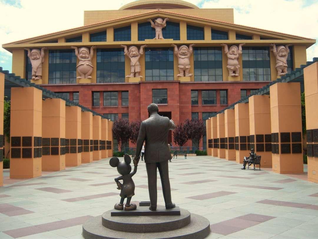 مایکل گریوز Team Disney Building