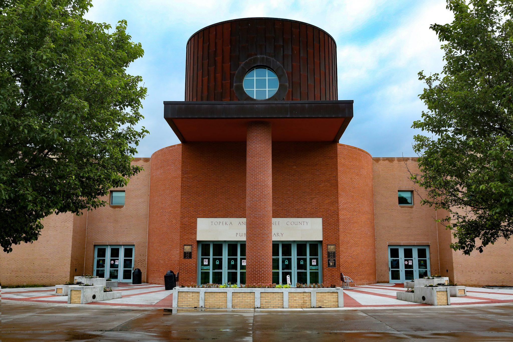 مایکل گریوز Topeka & Shawnee County Public Library