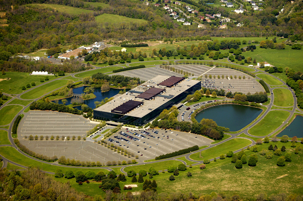 ارو سارینن و بررسی Bell Labs Holmdel Complex