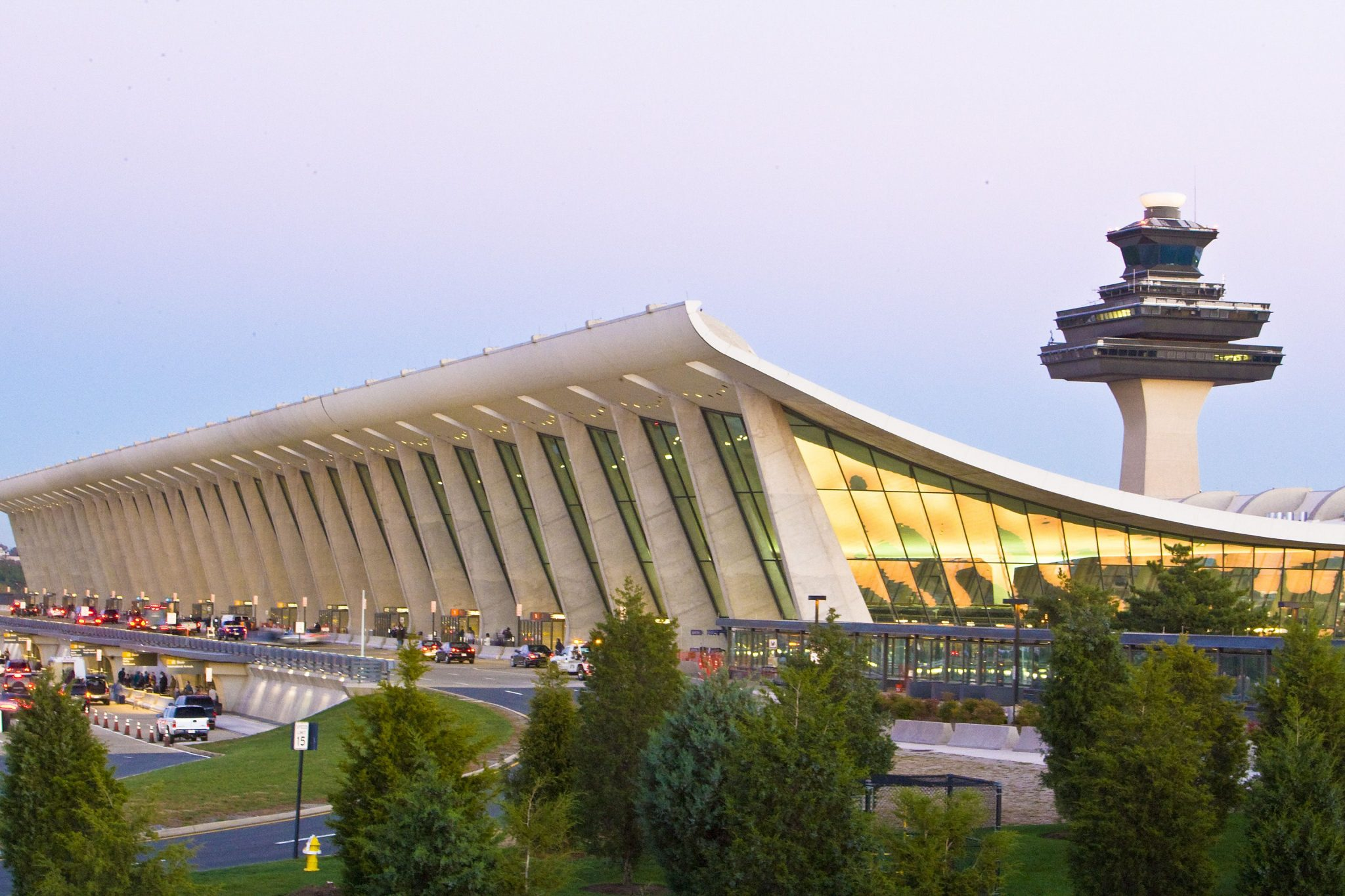 ارو سارینن و بررسی Dulles International Airport