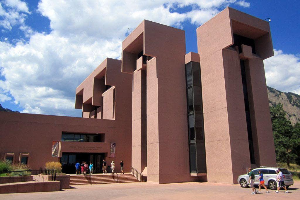 بررسی کتابخانه میسا مرکز علمب ماکائو اثر آی ام پی استوارسازان