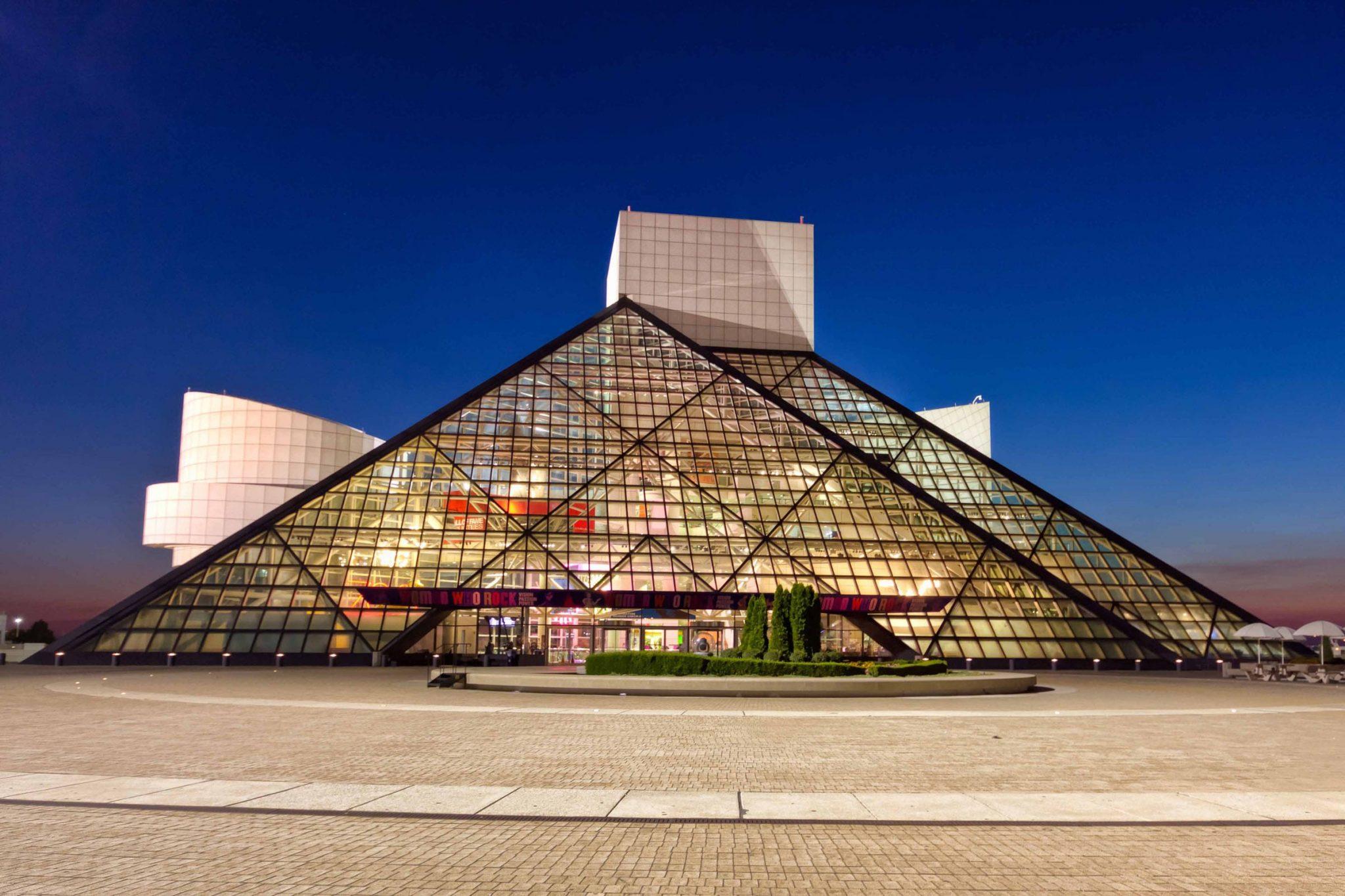 بررسی ساختمان تالار مشاهیر راک اند رول آی ام پی استوارسازان