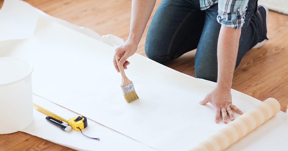 استفاده از چسب جهت نصب کاغذ دیواری استوارسازان