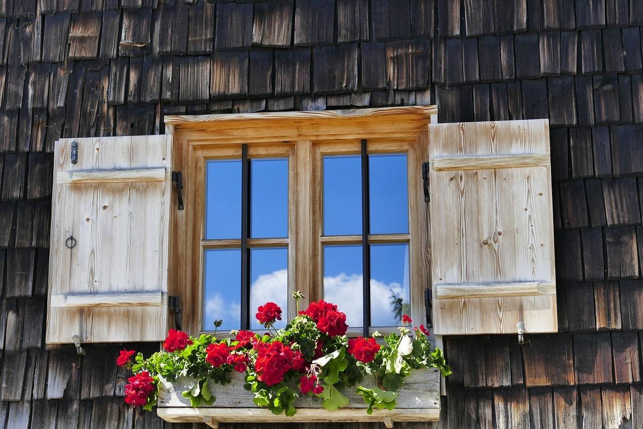 تعریفی کامل از پنجره چوبی استوارسازان