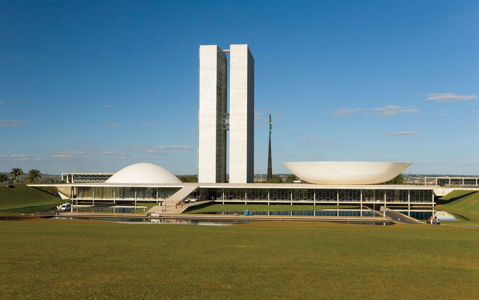 بررسی کنگره ملی برزیل سازه اسکار نیمایر - استوارسازان