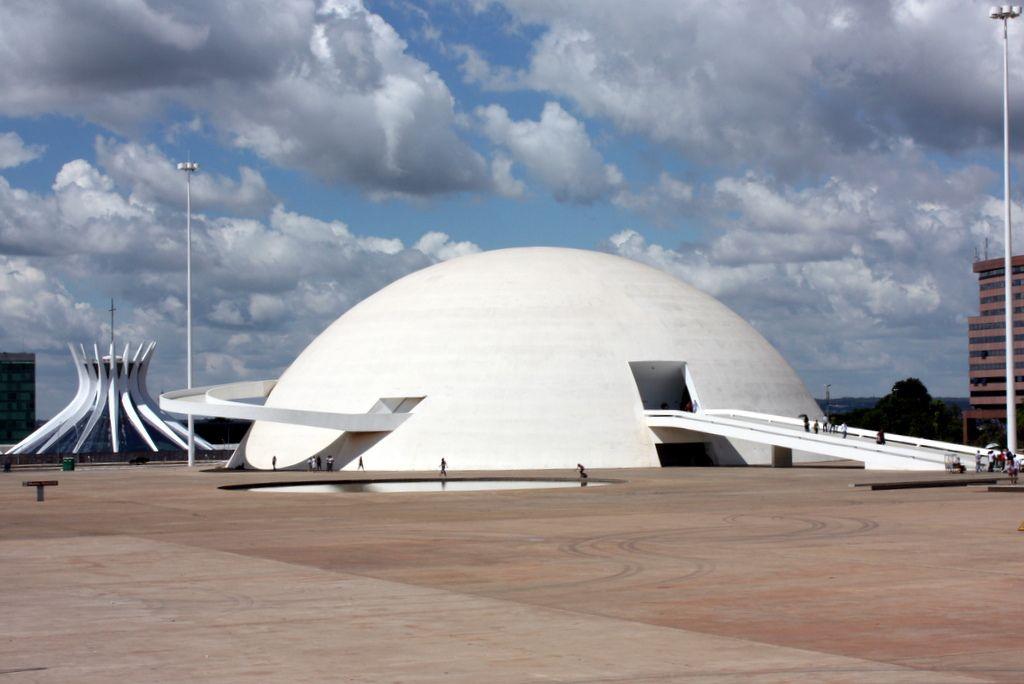 مرکز فرهنگی بینالمللی اسکار نیمایر - استوارسازان