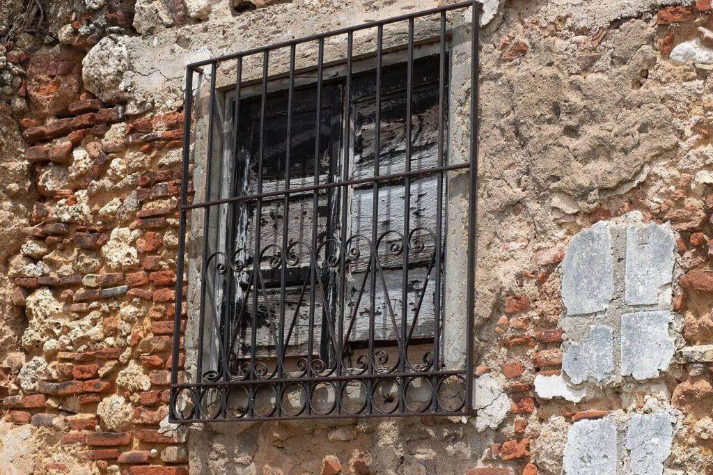حفاظ پنجره آهنی فرفورژه استوارسازان