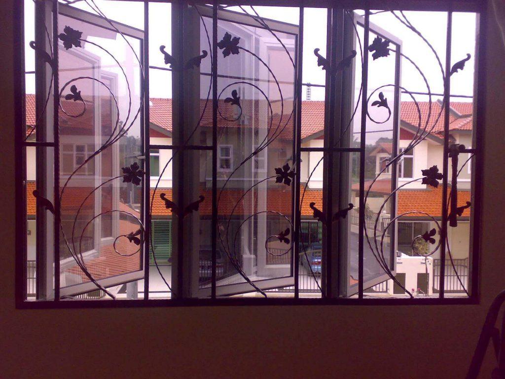 مزایای پنجره آهنی استوارسازان