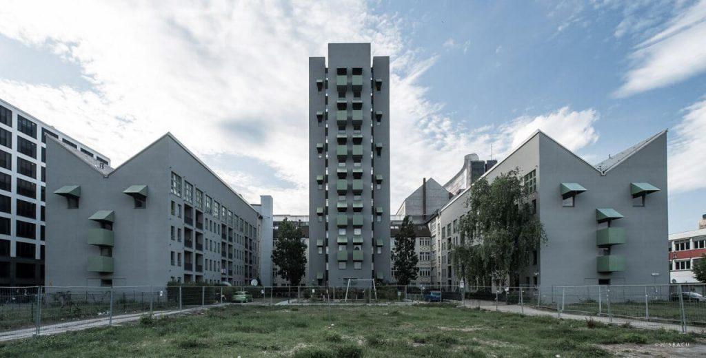 برج و بالهای کرویتسبرگ ساخته جان هیداک در سال 1988 برلین - استوارسازان