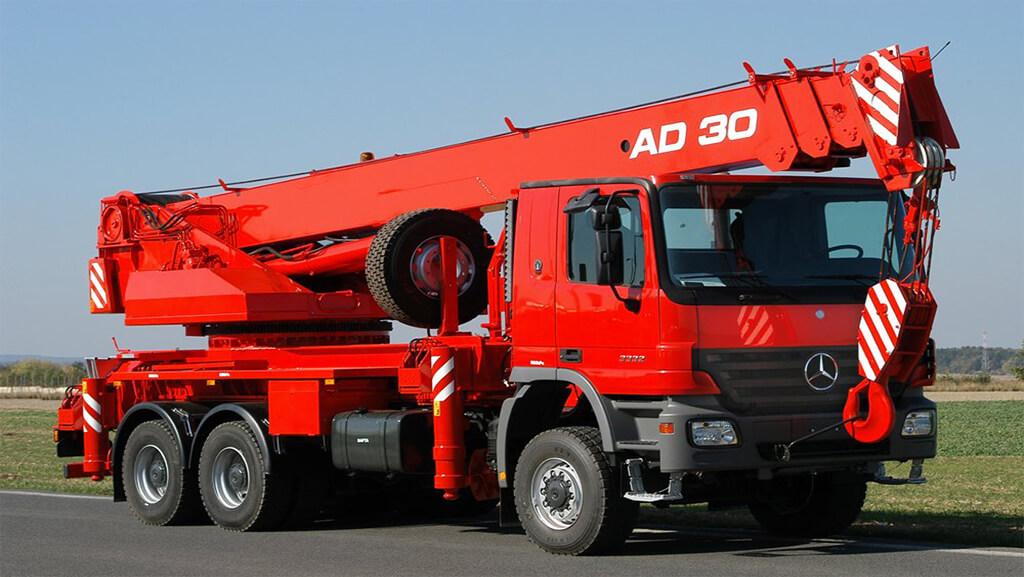 کاربرد جرثقیل کامیونی در صنعت ساخنمان استوارسازان