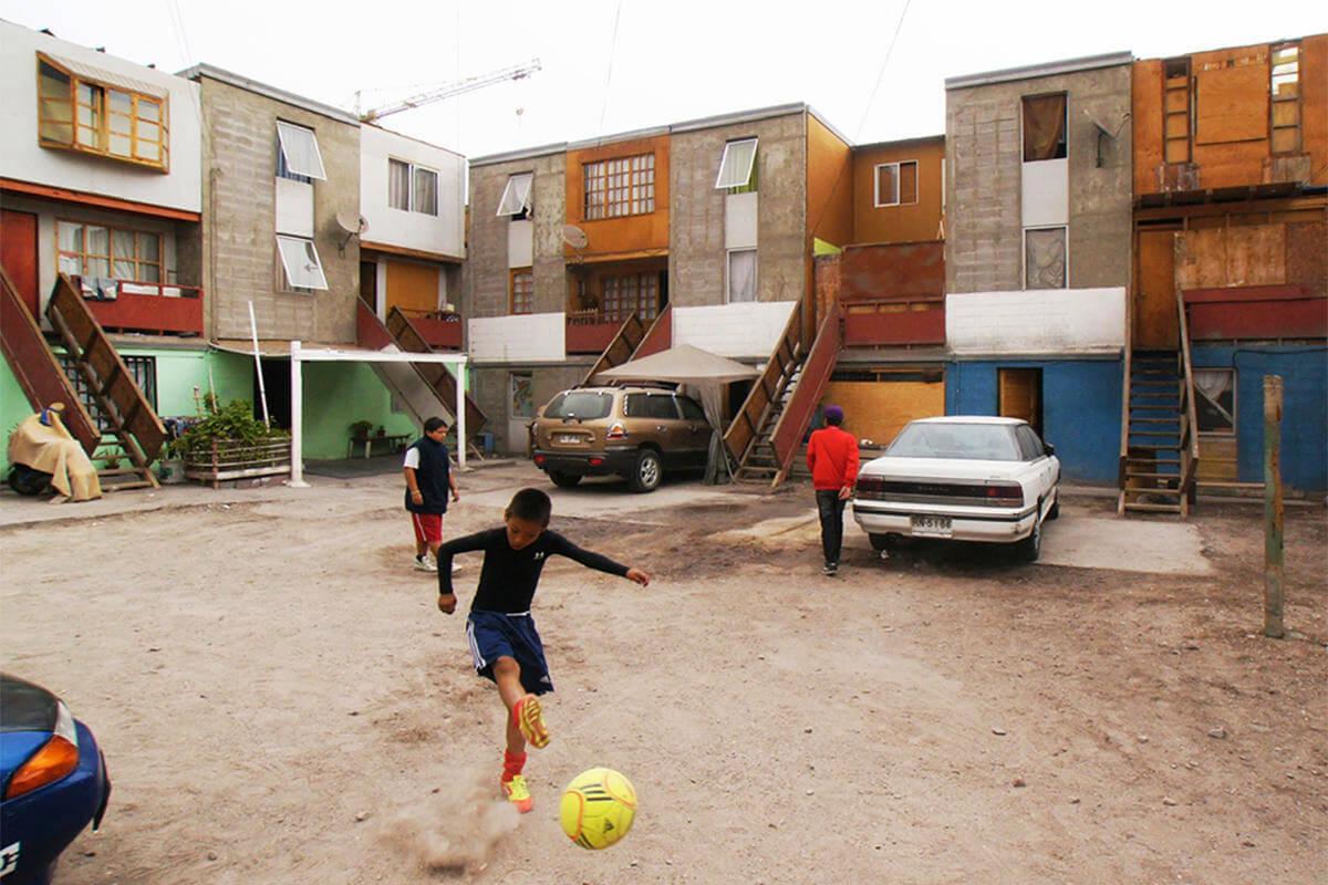 پروژه کوینتا مونروی از الخاندرو اروانا - استوارسازان