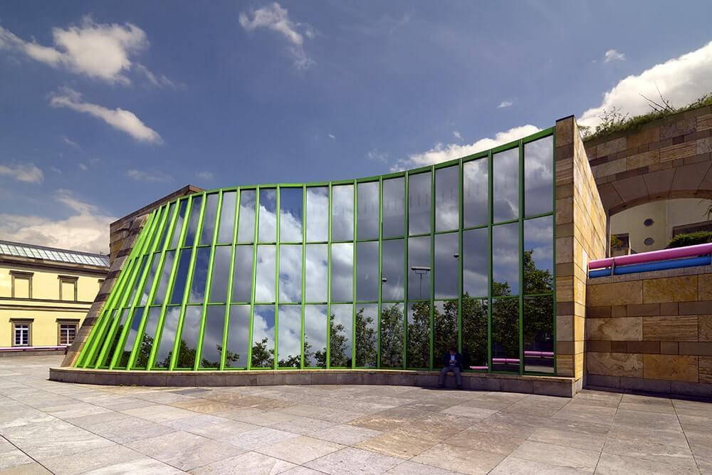 طرح برنده جیمز استرلینگ در مسابقات طراحی موزه اشتورتگات - استوارسازان