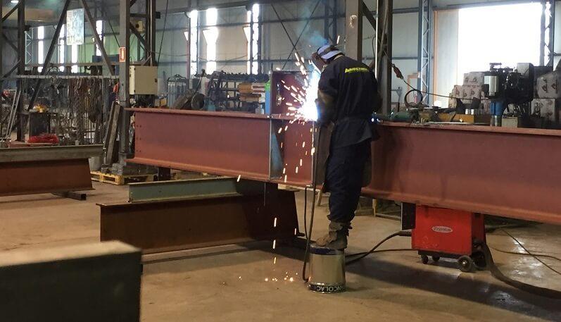 عملیات ساخت اسکلت سازه فلزی در کارگاه ها - استوارسازان